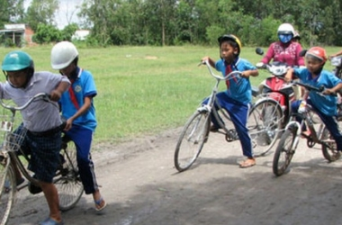 Advantages and disadvantages of riding bicycles to school