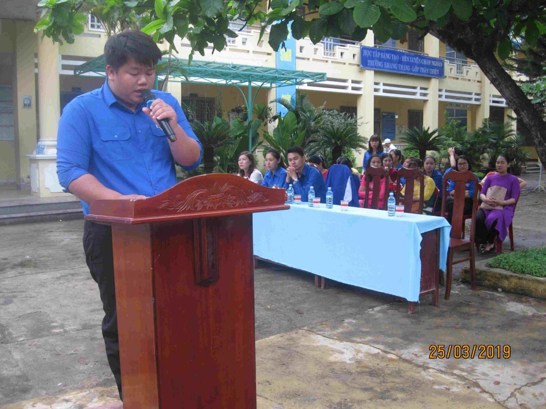 Chi đoàn phối hợp cùng đoàn xã Hoà Sơn tổ chức lễ kết nạp đoàn cho các đội viên ưu tú lớp 9